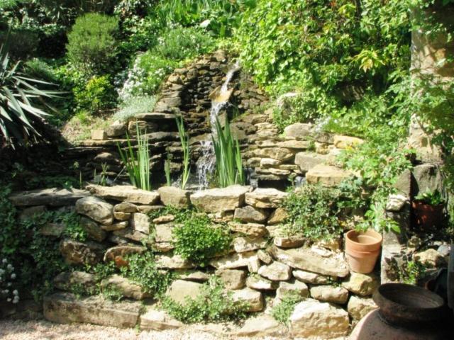 Petit bassin et cascade artificielle