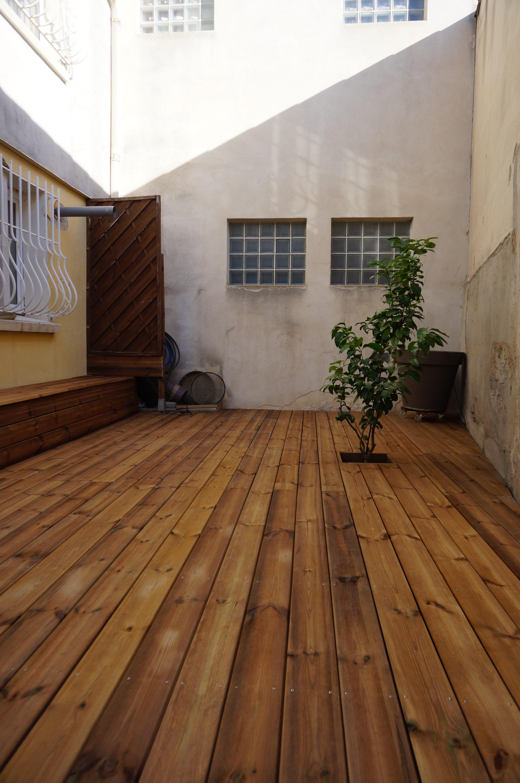 Terrasse bois et coffre de rangement
